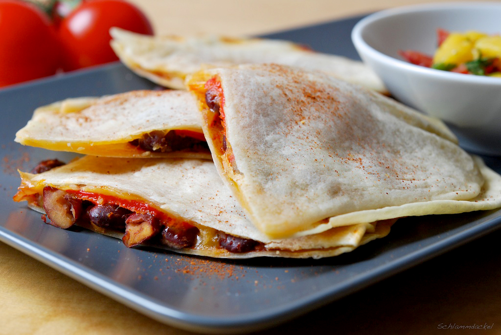 Paprika-Quesadillas mit Mango-Salsa