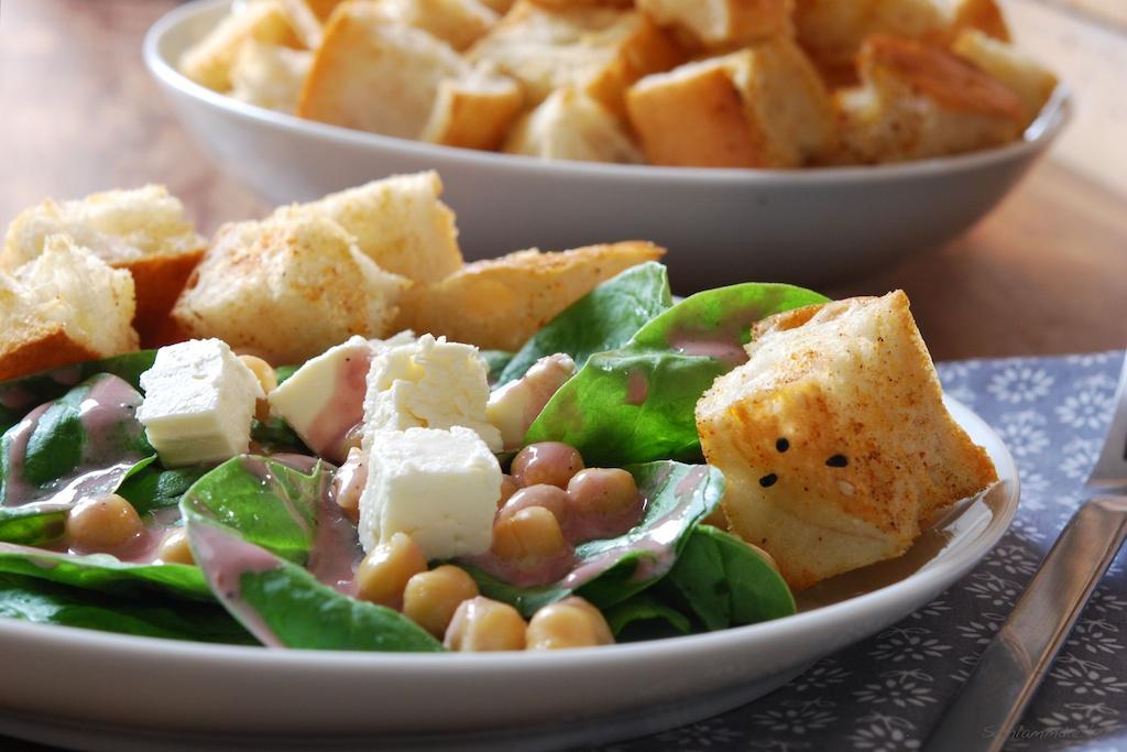 Spinatsalat mit Grenadine-Sesam-Dressing