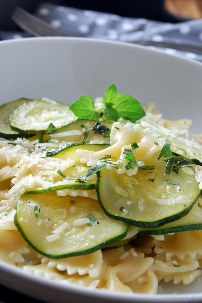 Gebackene Zucchini mit Farfalle