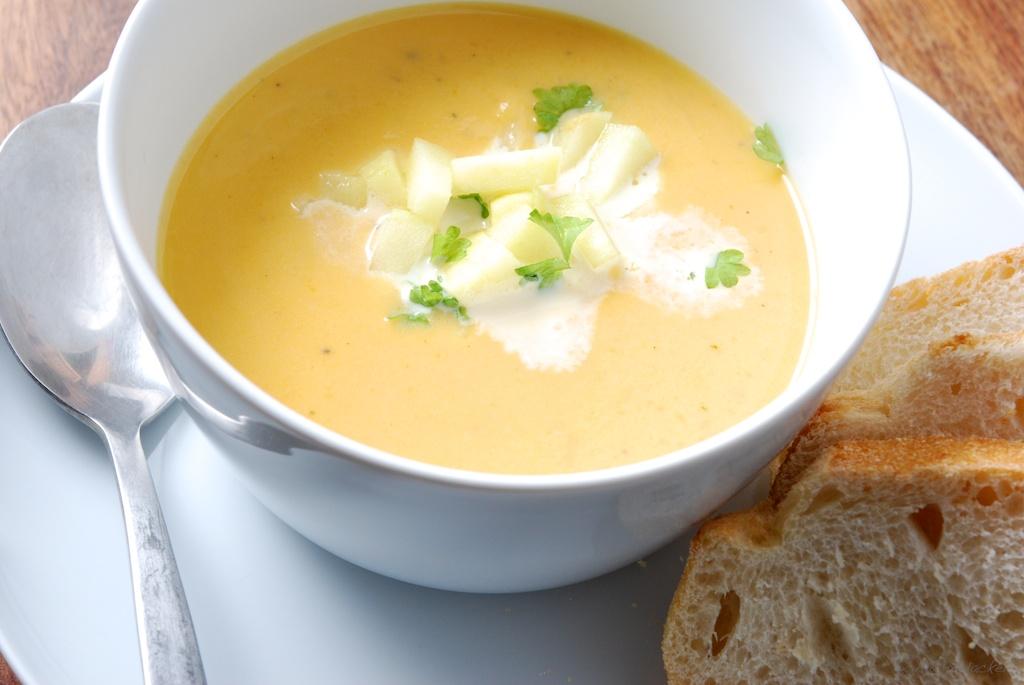 Süßkartoffel-Apfel-Suppe mit Ingwer