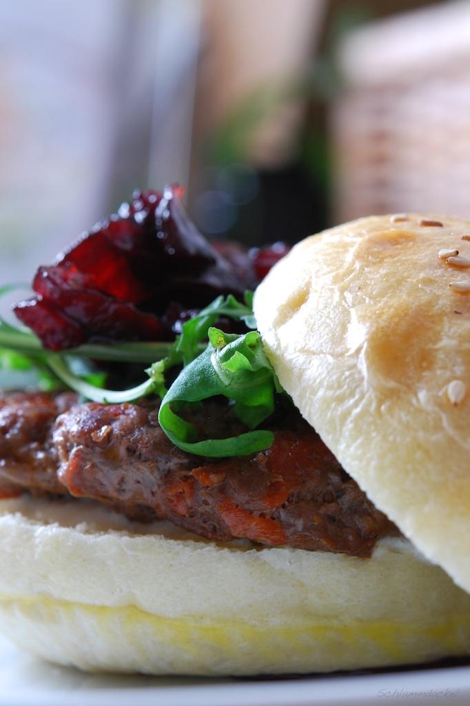 Burger mit Chorizo und Rote Bete-Relish