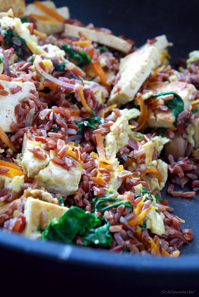 Kurzgebratener Roter Reis mit Gemüse